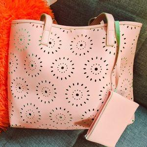Handbags - Pretty Tote